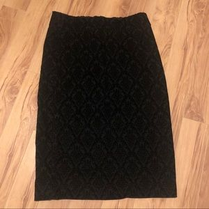 Suzy Shier || Black Patterned Skirt Size Small